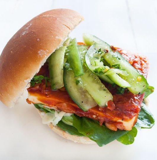 veganer BBQ-Tofu-Burger - The Vegetarian Diaries