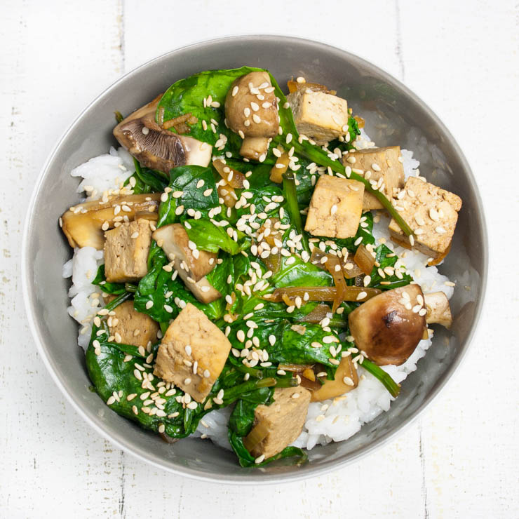 Tofu mit Spinat-Terriyaki Sauce - The Vegetarian Diaries