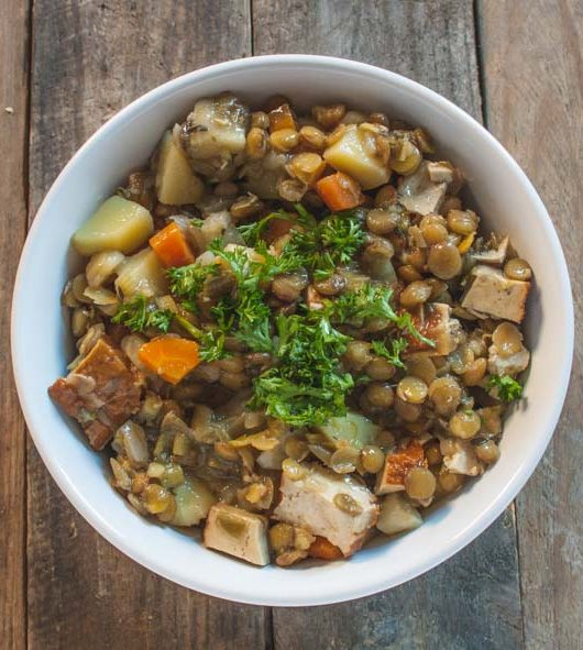 veganer Linseneintopf mit Räuchertofu - The Vegetarian Diaries