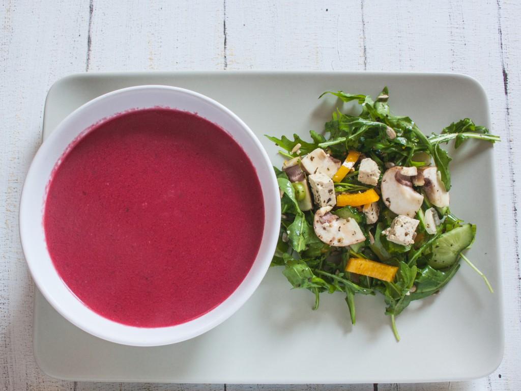 rote bete suppe mit zitronengras dazu schneller rucola salat mit veganem feta the vegetarian. Black Bedroom Furniture Sets. Home Design Ideas