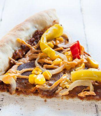 vegane Pizza mit Würstchen im Rand - The Vegetarian Diaries