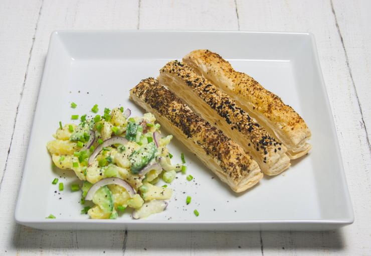 Rezept -Kartoffelsalat mit Blätterteigstangen - The Vegetarian Diaries