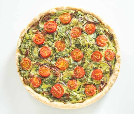 Rezept - vegane Bärlauch-Quiche mit Cocktailtomaten - The Vegetarian Diaries