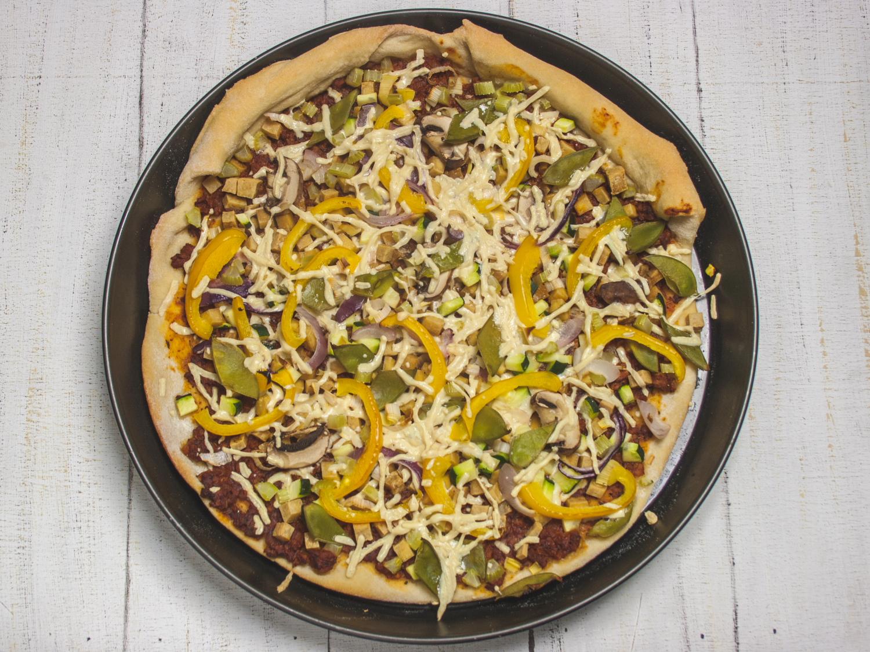 pizza mit zuckerschoten und r uchertofu the vegetarian diaries. Black Bedroom Furniture Sets. Home Design Ideas