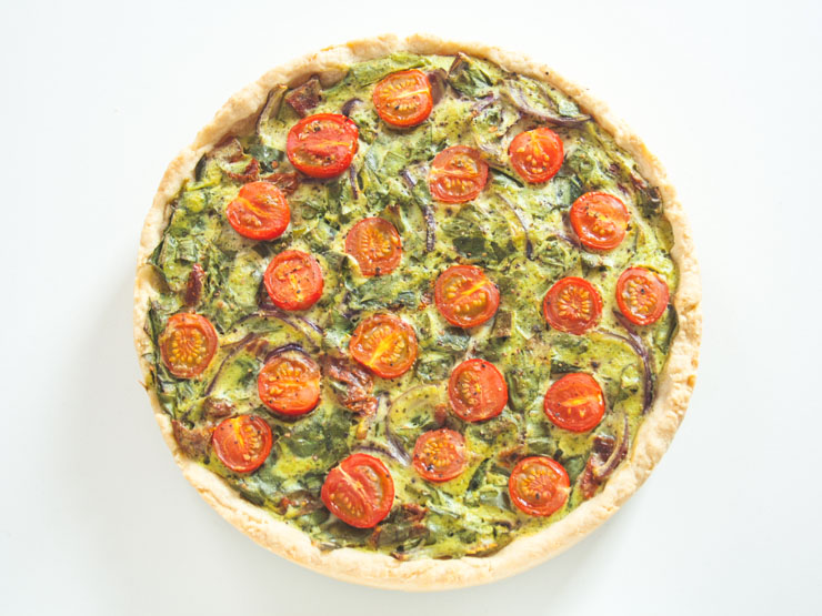vegane Bärlauch-Quiche mit Cocktailtomaten - The Vegetarian Diaries