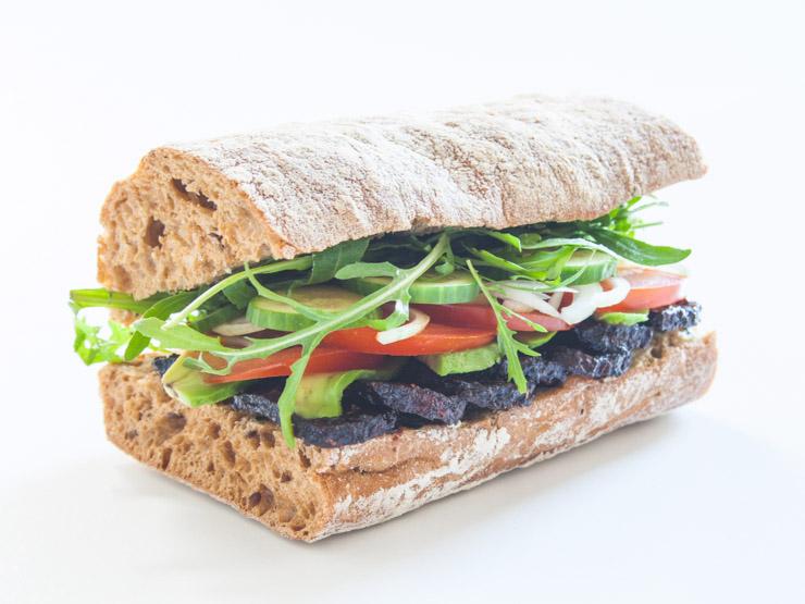 veganes Sandwich mit Bärlauch und Avodaco - The Vegetarian Diaries