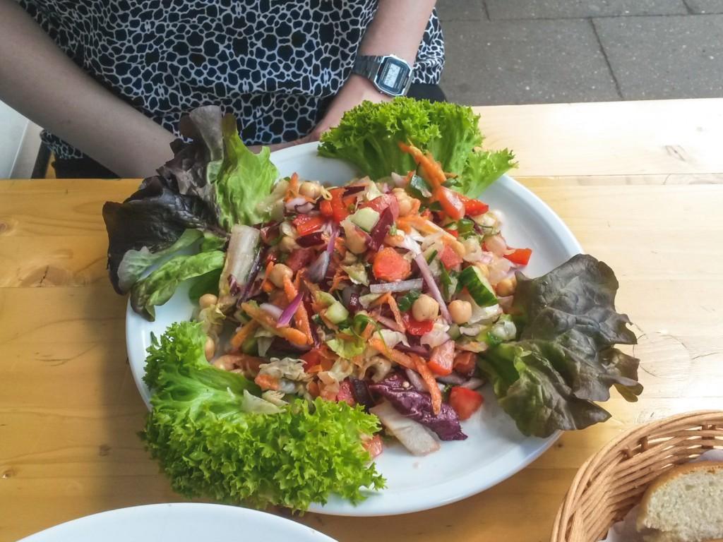 vegetarischer Salat im Manu in Hamburg