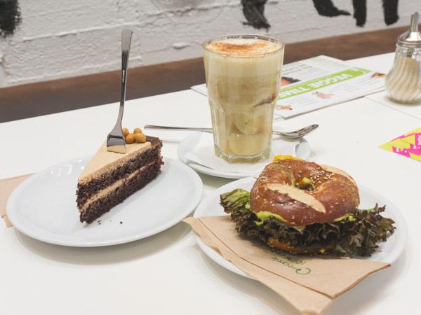 veganes bio caf in hamburg altona the vegetarian diaries. Black Bedroom Furniture Sets. Home Design Ideas