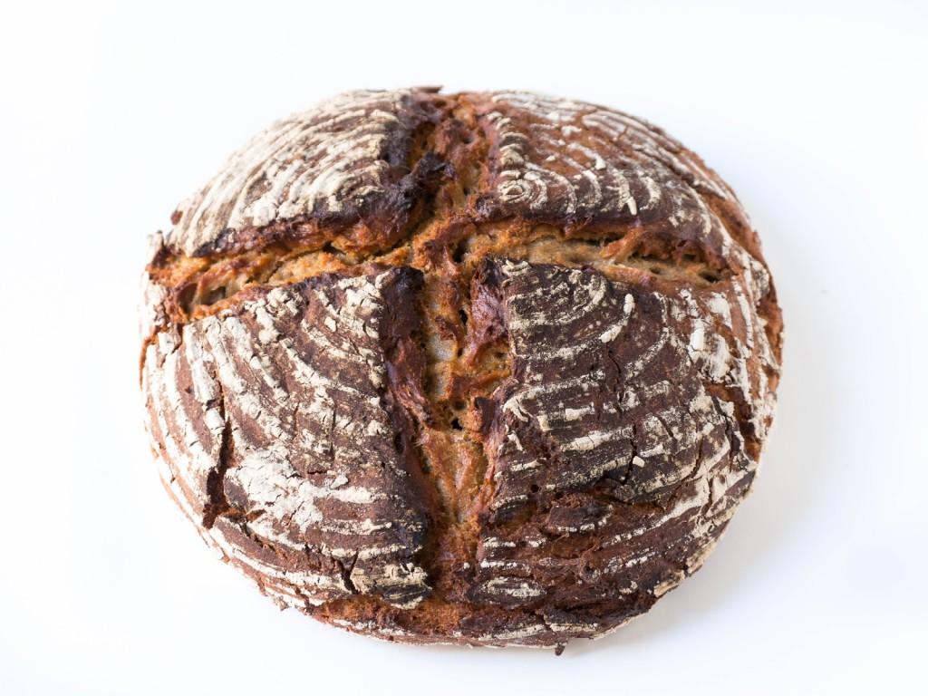 Einfaches veganes Brot mit Roggenmehl, ganz ohne kneten und Küchenmaschine!