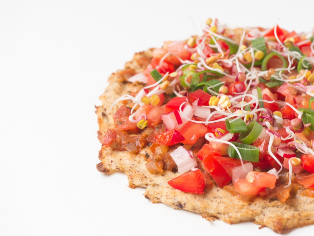 vegane blumenkohlpizza mit frischen sprossen the vegetarian diaries. Black Bedroom Furniture Sets. Home Design Ideas
