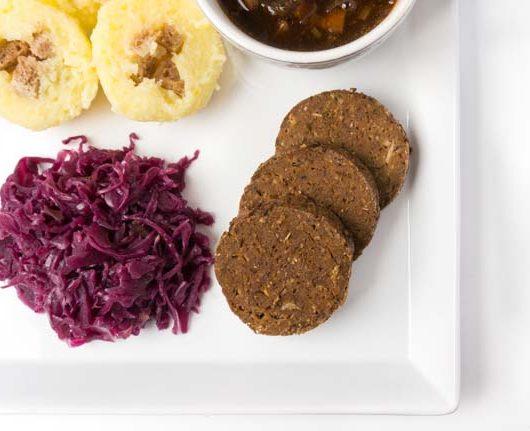 https://vegetarian-diaries.de/veganer-braten-mit-kloen-rotkraut-und/