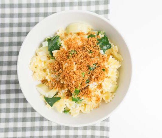 schnelle Pasta mit Mangold und Chili-Bröseln - The Vegetarian Diaries