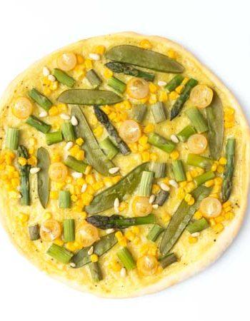 vegane Frühlingspizza mit Spargel und Sauce Hollandaise - The Vegetarian Diaries