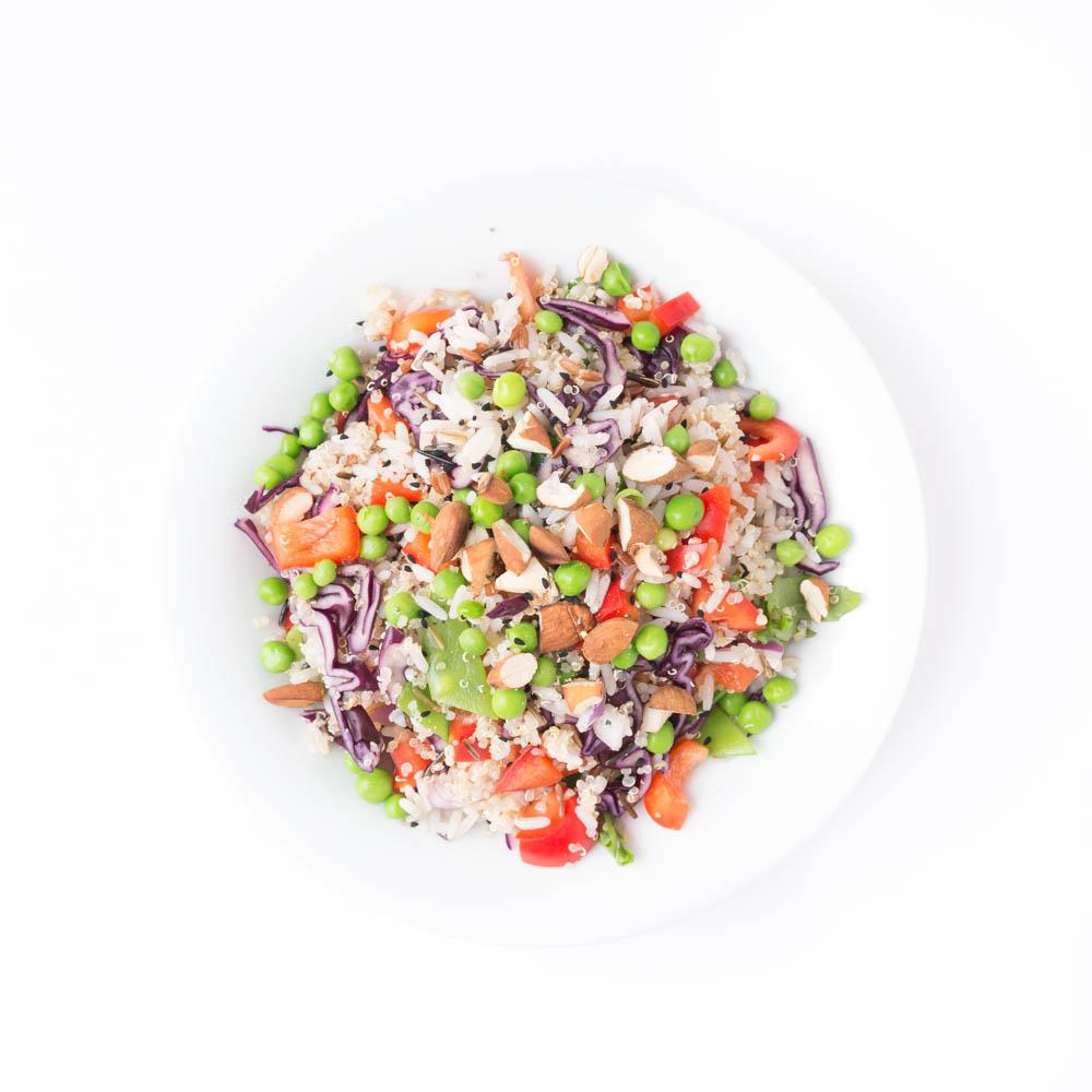 veganer Quinoa-Reis-Salat mit Chili Dressing