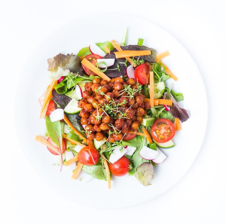 Salat mit BBQ-Kichererbsen - The Vegetarian Diaries