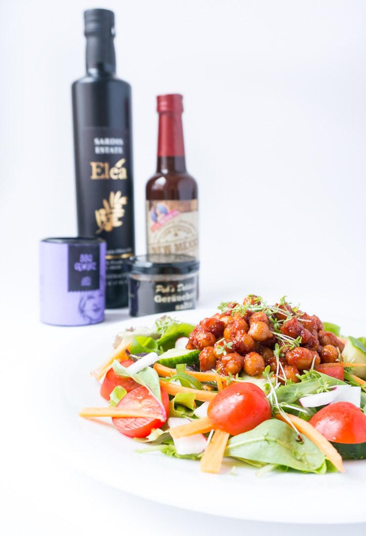 veganer Salat mit BBQ-Kichererbsen - The Vegetarian Diaries