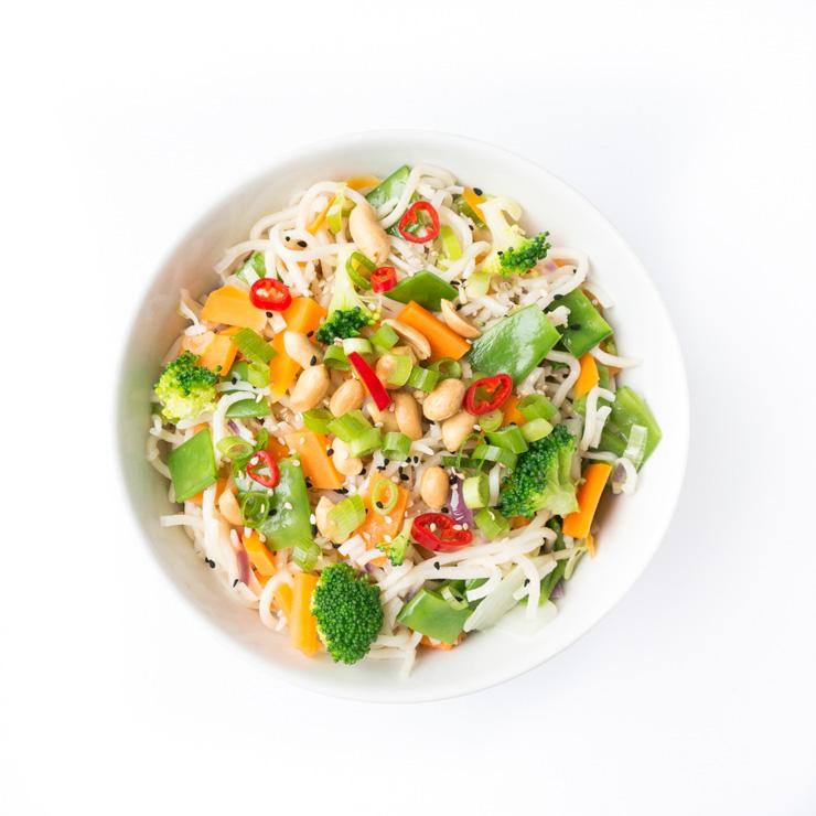 knackiges Gemüse mit Mie-Nudeln und Erdnüssen - The Vegetarian Diaries