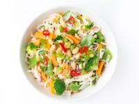 knackiges Gemüse mit Mie-Nudeln und Erdnüssen