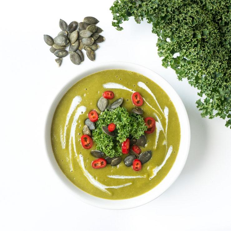 Steckrüben-Grünkohl-Suppe mit Superfoods - veganes Rezept