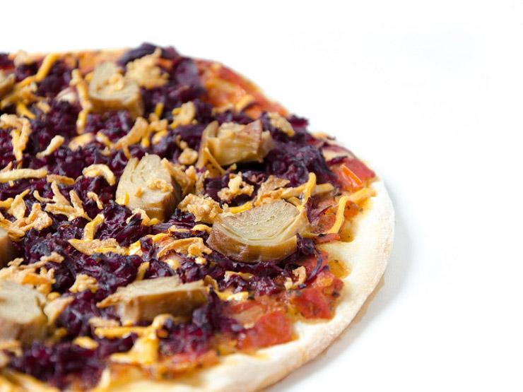 vegane Pizza mit Rotkraut und Ente - The Vegetarian Diaries
