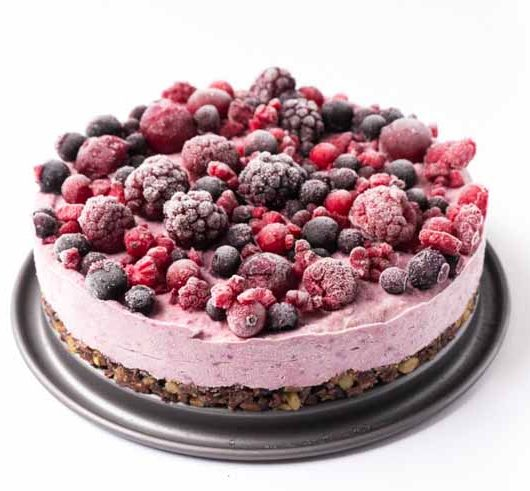 vegane Roh-Torte mit Beeren und Superfoods - The Vegetarian Diaries