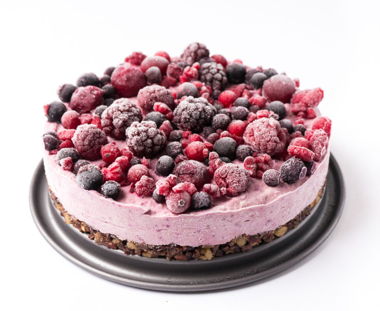 vegane Roh-Torte mit Beeren und Superfoods - The Vegetarian Diaries