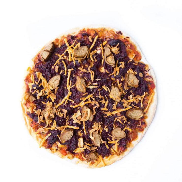 weihnachtliche Pizza mit Rotkraut und Ente - The Vegetarian Diaries