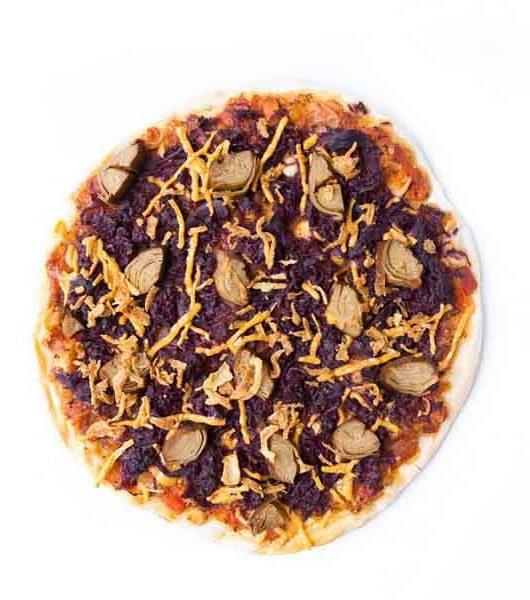 weihnachtliche Pizza mit Rotkraut und Ente - vegan