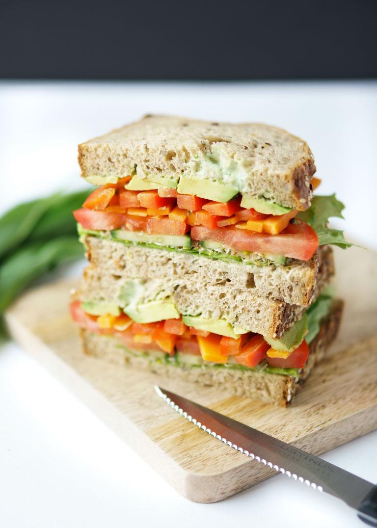 healty Sandwich mit Bärlauch-Mayonnaise und Sprossen - The Vegetarian Diaries
