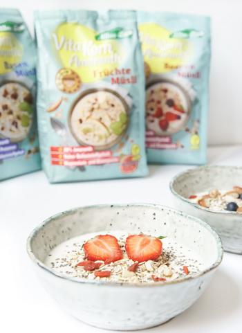 gesundes, veganes Frühstück mit Superfoods und Allos Müslis