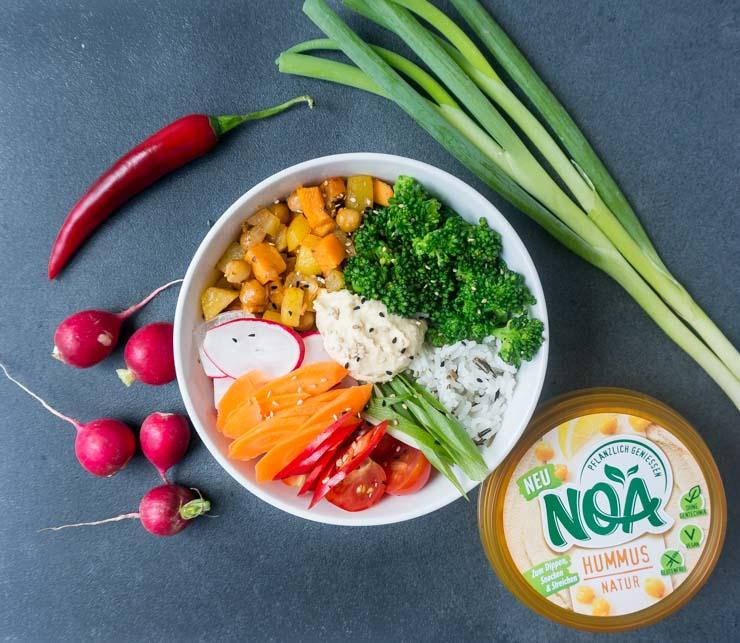 vegane Gemüse-Bowl mit Hummus von - The Vegetarian Diaries