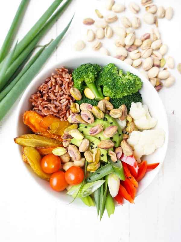 schnelle gesunde bowl mit pistazien the vegetarian diaries. Black Bedroom Furniture Sets. Home Design Ideas