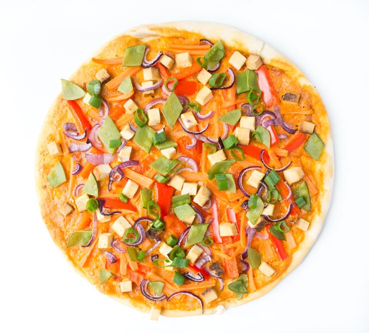 vegane Pizza mit rotem Curry und Gemüse - The Vegetarian Diaries