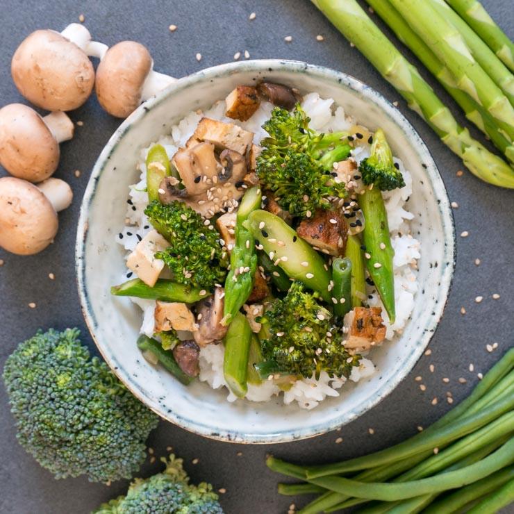 Spargel-Pfanne mit Räuchertofu und Champignons - The Vegetarian Diaries