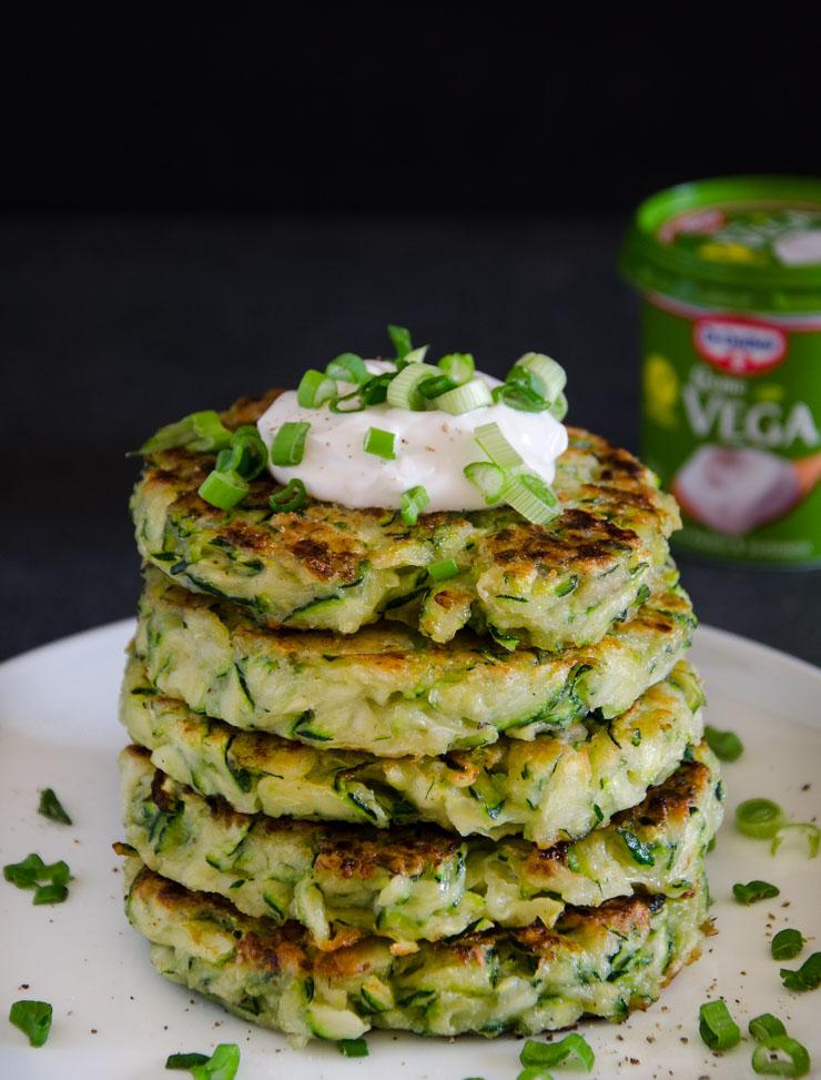 Zucchini Puffer mit Creme Vega - The Vegetarian Diaries