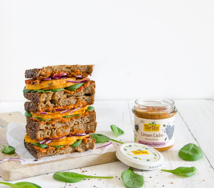Sandwich mit gerösteter Süßkartoffel und Baby-Spinat - The Vegetarian Diaries