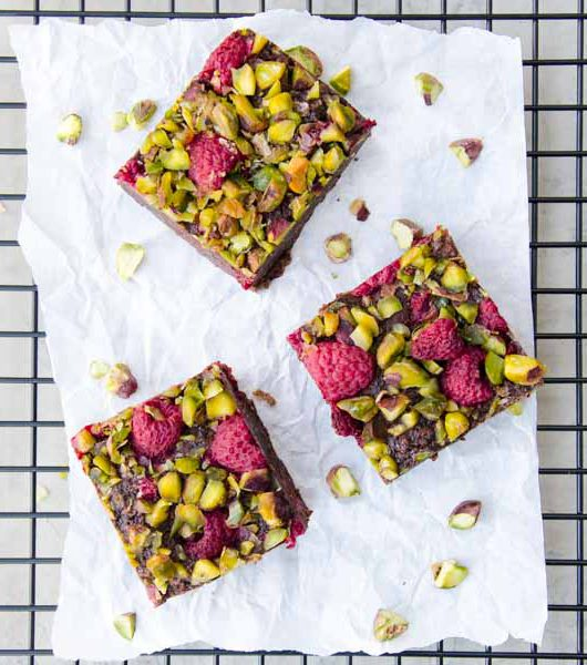 vegane Brownies mit Pistazien und Himbeeren - The Vegetarian Diaries