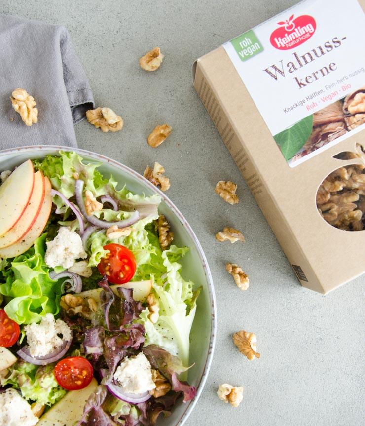 Salat mit Cashew-Frischkäse, Apfel und Walnuss - The Vegetarian Diaries