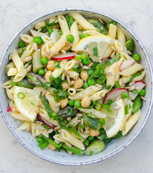 veganer Spargelsalat mit Nudeln - The Vegetarian Diaries