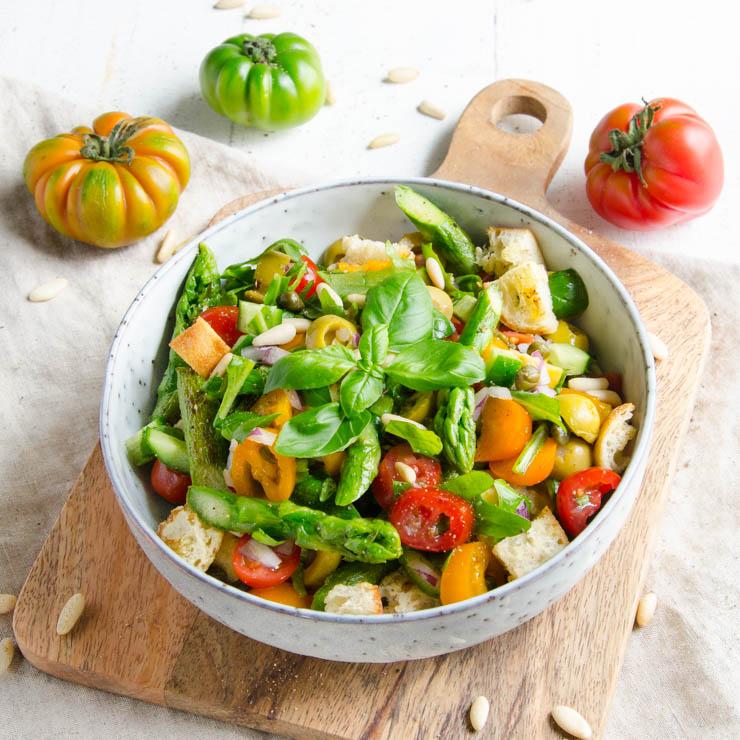 Brotsalat mit gruenem Spargel - The Vegetarian Diaries