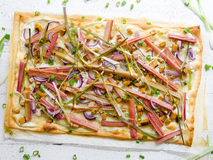 Flammkuchen mit Rhabarber, vegan - The Vegetarian Diaries