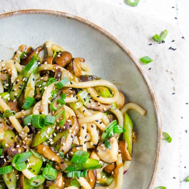 Udon-Nudeln mit Spargel aus dem Wok - The Vegetarian Diaries